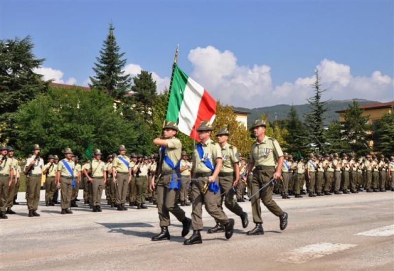 9 reggimento alpini l 39 aquila caserma rossi trento 2018 for Bandiera di guerra italiana